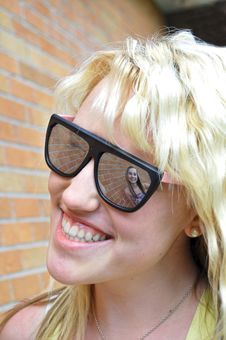Free Girl In Her Sunglasses Reflection Royalty Free Stock Images - 14969599