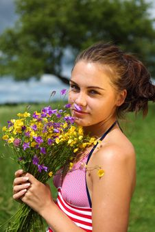 Free Girl Is Gathering Bouquet In A Field Royalty Free Stock Photos - 14970728