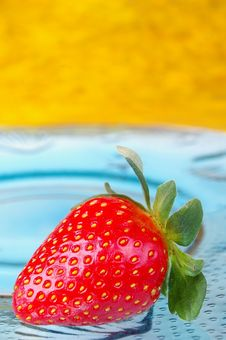 Free Single Strawberry Stock Photo - 14971210