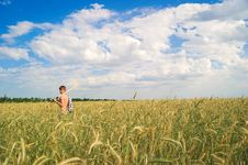 Free A Man In Field Of Wheat Royalty Free Stock Image - 14972776