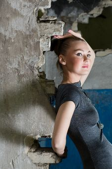 Beautiful Young Woman Posing In The Ruins Royalty Free Stock Images