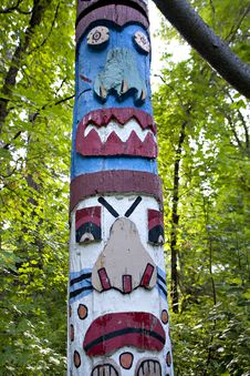 Free Totem Pole In The Forest Stock Images - 14974134