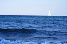 Free White Yacht In The Black Sea Stock Photography - 14975302