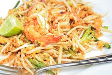 Free Fried Noodle With Shrimp Stock Photography - 14976572