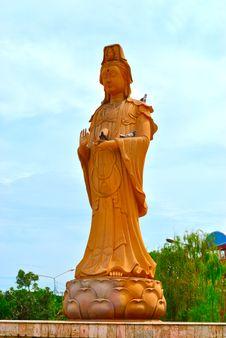 Free Kuan-yin Female Bodhisattva Statue Royalty Free Stock Image - 14980836