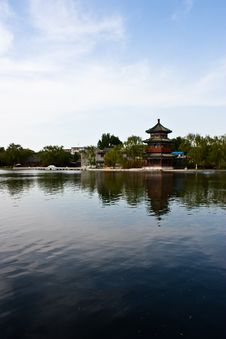 Chinese Tower And Lake Royalty Free Stock Images
