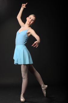 Free Dancing Ballerina Royalty Free Stock Photos - 14984678
