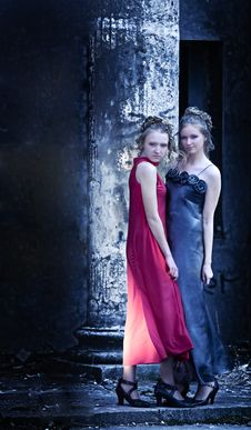 Free Two Ladies At The Classical Column Stock Images - 14984754