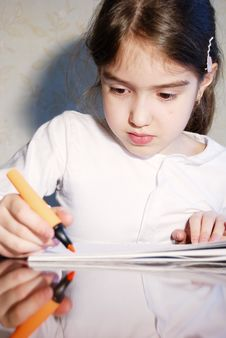 Free Young School Girl Drawing  At Home Stock Photos - 14989303
