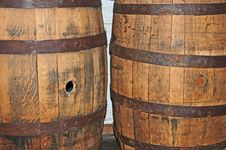 Free Vintage Barrels Royalty Free Stock Images - 14997389