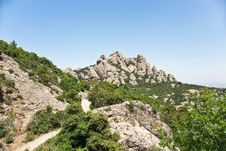 Free Montserrat Mountain Royalty Free Stock Photo - 14997685