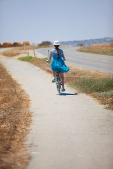 Free Beautiful Girl Riding Bicycle Stock Photos - 14999423