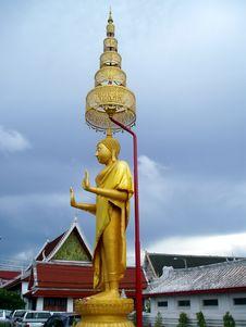 Free Golden Stand Buddha Stock Image - 15001101