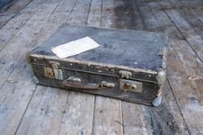 Free Ancient Suitcase Stock Image - 15006321