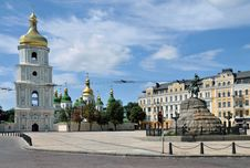 Free Bronze Monument On Kiev Square Royalty Free Stock Photography - 15006597