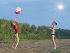 Free On The Sandy Beach Royalty Free Stock Images - 15008969