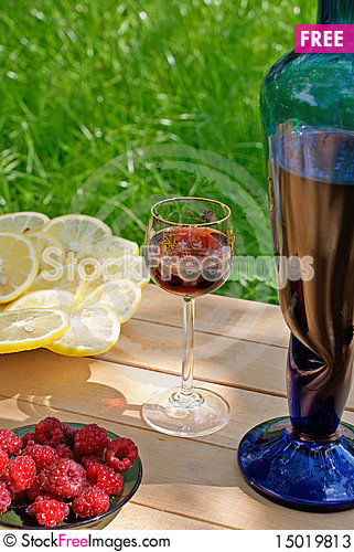 Free Light Alcoholic Drink And Juicy Lemon Stock Photos - 15019813