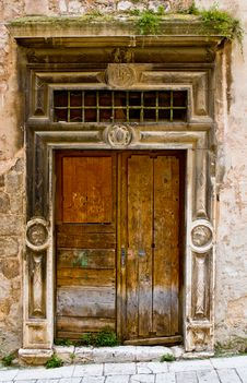 Free Old Wooden Door Royalty Free Stock Image - 15011126