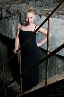 Free Beautiful Young Woman Posing In The Ruins Royalty Free Stock Images - 15011309