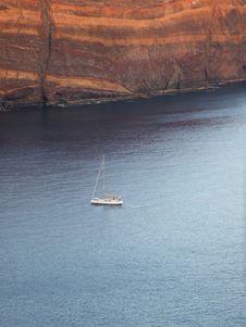Free Sailing Boat Near Rocks Royalty Free Stock Photo - 15015235