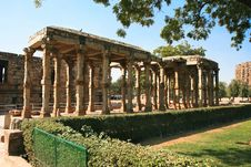Free Qutb Minar. Ancient Carved Stone Cloisters Stock Images - 15017864