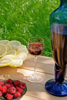 Free Light Alcoholic Drink And Juicy Lemon Stock Photos - 15019813