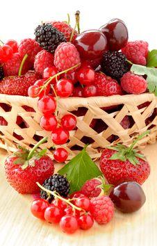 Free Big Lug Full Of Fresh Berries Royalty Free Stock Photos - 15023328