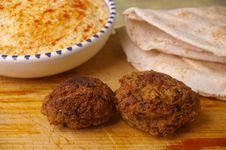 Free Hummus Dip With Falafel Royalty Free Stock Photography - 15028807