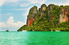 Free High Cliffs On The Tropical Island Stock Images - 15032394