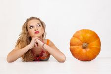 Free Young Girl With A Yellow Pumpkin Royalty Free Stock Images - 15033259