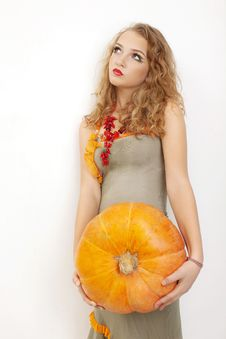 Free Young Girl With A Yellow Pumpkin Stock Images - 15033284