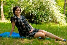 Free Pregnant In Park Royalty Free Stock Photography - 15041767