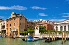 Free Venice Canal With Old Buildings And Piers Royalty Free Stock Image - 15042676