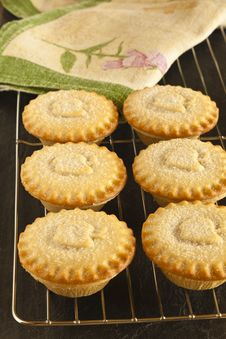 Free Apple Pies On A Cooling Tray Stock Photos - 15045683