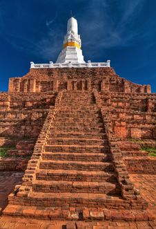 Free Ruined Old Buddhist Pagoda Royalty Free Stock Photography - 15046697
