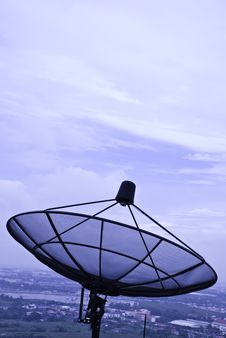 Free Satellite Dish Royalty Free Stock Photo - 15047825