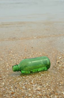 Free Green Bottle Royalty Free Stock Photos - 15049118