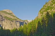 Free Yosemite Mountains In Summer On A Clear Day Royalty Free Stock Images - 15052909
