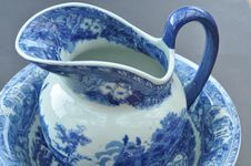 Free Porcelain Jug And Bowl Royalty Free Stock Photos - 15061228