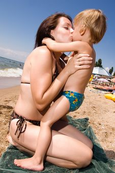 Free Young Mother Kissing Her Son At The Beach Royalty Free Stock Photos - 15071898