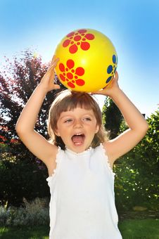 Free Girl Playing With Ball Royalty Free Stock Photo - 15073165