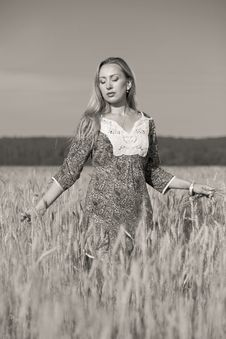Free Girl In The Wheat Field Stock Photos - 15078703