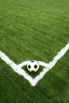 Free Corner Kick On Green Grass Royalty Free Stock Photography - 15082397