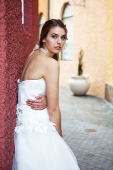 Young Bride In An Alleyway Royalty Free Stock Photography
