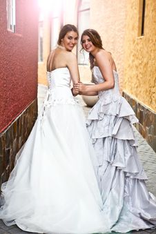 Young Bride And Bridesmaid In An Alleyway Stock Photography