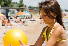 Free Little Girl Plays Ball At Crowded Seaside Royalty Free Stock Image - 15082886