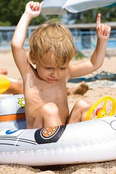 Free Little Boy Plays At The Beach Royalty Free Stock Images - 15082899