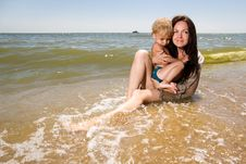 Free Young Mother Holding Her Son In Hands At The Beach Royalty Free Stock Photos - 15082908
