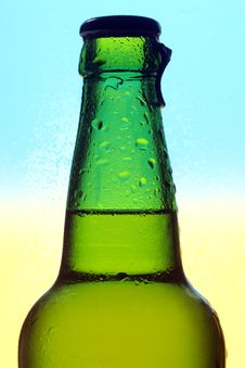 Free Beer Bottle Royalty Free Stock Photos - 15084328