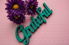 Free Purple Flowers With Grateful Wooden Word Royalty Free Stock Photography - 150893687